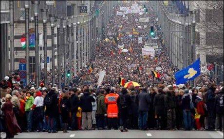 Suite à quelle affaire criminelle, une marche blanche avait-elle été organisée , à Bruxelles, en 1996 ?