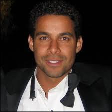 Jon Huertas est acteur mais exerce aussi une autre profession, laquelle ?