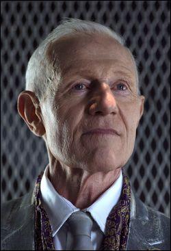 Au début de la saison 2, comment s'appelle le président de Mount Weather ?
