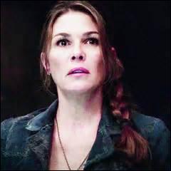 Comment s'appelle la mère de Clarke ?