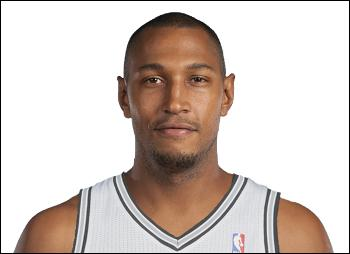 Quel est le numéro de maillot de Boris Diaw aux Spurs de San Antonio ?