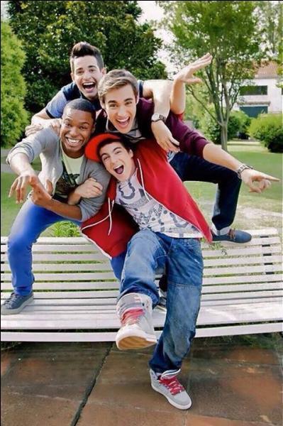 De qui est composé le groupe des garçons ?