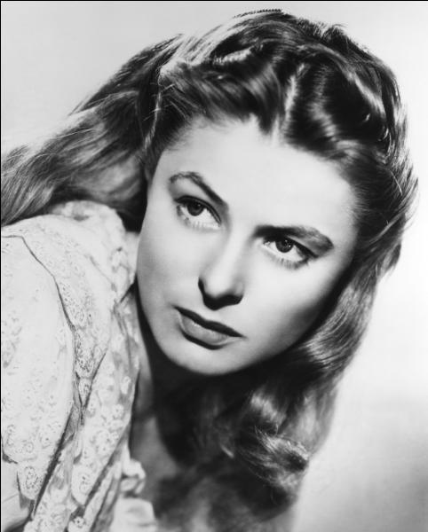 Dans quel film Ingrid Bergman interprète-t-elle le rôle de Ilsa Laszlo ?