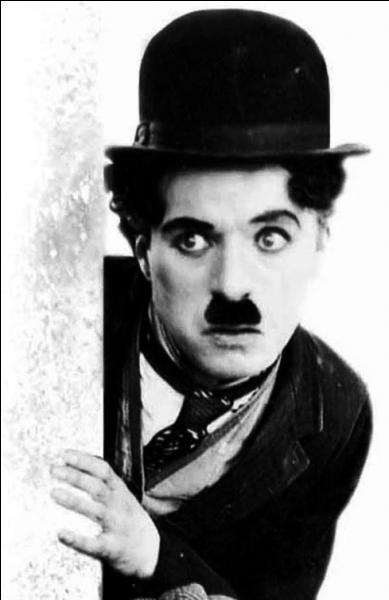 Né à Walworth en 1889, cet acteur, réalisateur et scénariste est une icône du cinéma. Il décède en Suisse en 1977. Il se nomme :