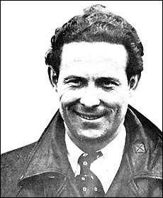 C'est un aviateur français, né en 1901 et mort dans l'océan Atlantique en 1936. Qui est-ce ?