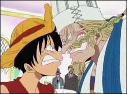 Que proposa Zeff à Luffy pour le punir d'avoir endommagé le toit de son bateau ?