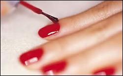 Que reste-t-il sur vos ongles, mesdames, après séchage du vernis ?