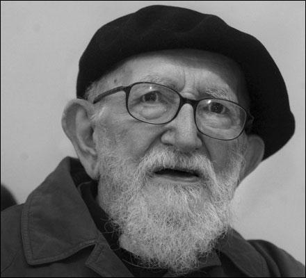 Né en 1912 à Lyon, ce prêtre catholique de l'ordre des Frères mineurs a consacré sa vie à lutter contre l'exclusion et à défendre les mal-logés. Il décède en 2007 à Paris. Il se nomme :