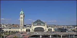 On commence avec la Gare des Bénédictins, qui est un monument de la ville de ...