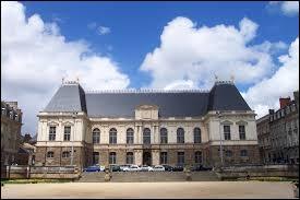 Parlement de l'Ancien Régime français créé en 1554, le Parlement de Bretagne est un monument de la ville de ...