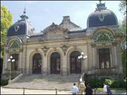 Je vais vous faire découvrir le Théâtre Max Jacob, monument de la ville bretonne de ...