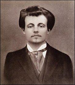 Né à Laval en 1873, ce poète, romancier, dramaturge, auteur de : ''Ubu roi'' et ''L'amour absolu'', décède en 1907 à Paris. Il se nomme :