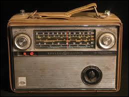 Le premier jour de notre Ere, Dieu a vu le transistor ; désespéré par le manque d'intelligence de ses brebis, il créa une radio plus performante, qui percevait :