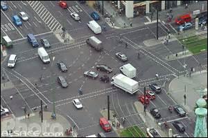 Relevez le nombre (absolu) de fautes dans cette phrase : les voitures s'arrêtent à chaques carrefours.