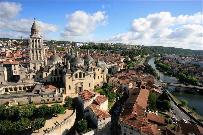 Périgueux est la préfecture du département de la Dordogne.