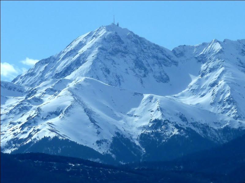 Le pic du Midi est un sommet du massif du Mont-Blanc.