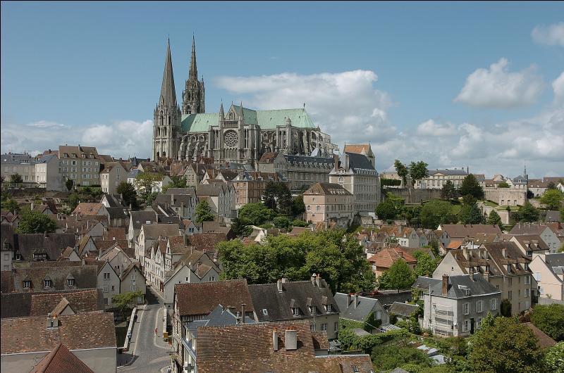 Chartres est la préfecture de l'Eure-et-Loir.