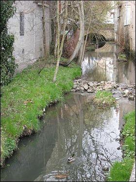 La Nièvre et la Loire confluent à Nevers.