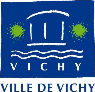 Vichy se trouve à l'est de Clermont-Ferrand.