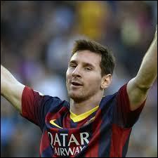 Lequel de ces journaux britanniques, après avoir constitué une équipe des meilleurs footballeurs du siècle, a ajouté Lionel Messi dedans ?