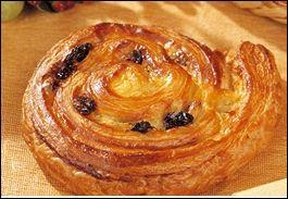 Il se présente en une tendre spirale abritant la crème pâtissière.