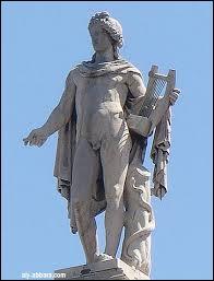 Qui est Apollon par rapport à Hermès ?