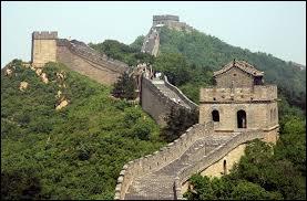 Shanghaï surpasse Pékin pour le nombre d'habitants. Quel est le port maritime ?
