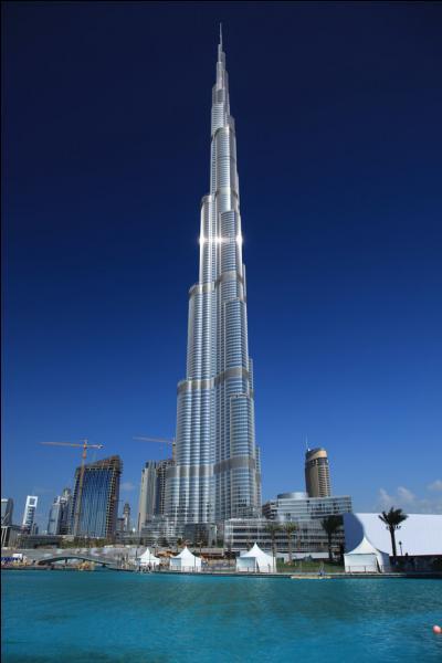 Les Émirats arabes unis ont pour capitale Abou Dabi mais la plus grande ville est Dubaï. Où se trouve la tour Burj Khalifa ?