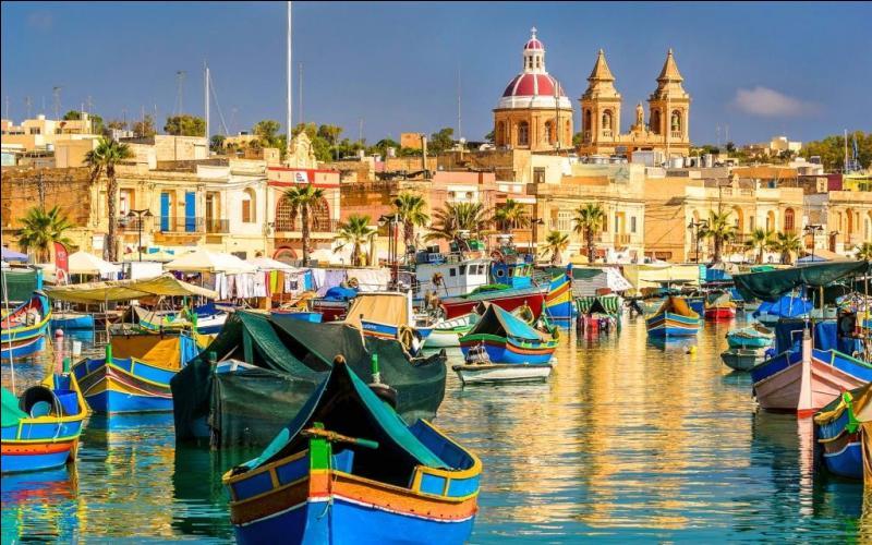 Birkirkara est beaucoup plus peuplée que La Valette qui est la capitale d'une île...
