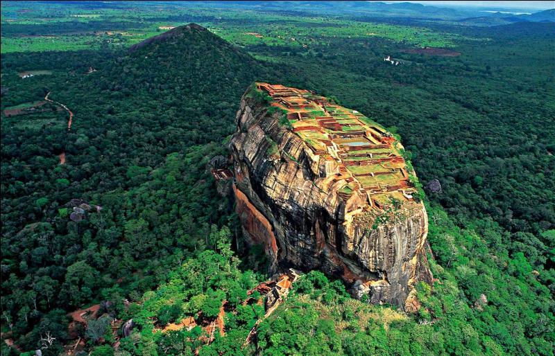 Colombo n'est pas la capitale du Sri Lanka : c'est Sri Jayawardenapura. Où se situe cette île dans l'océan Indien ?