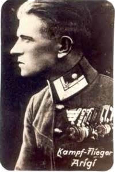 Aviateur austro-hongrois, je nais à Decin (République tchèque) en octobre 1895. Comptabilisant 32 victoires, je combats principalement sur le front serbe et albanais, avant de terminer la guerre sur celui de l'Italie. Devenu instructeur après-guerre pour la Lufwaffe, je m'éteins à Attersee (Autriche) le 1er août 1981. Je me nomme :