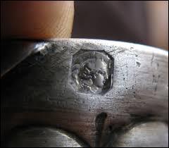 """En quelle année est apparu le poinçon """"Tête de Minerve"""" qu'on appose sur des objets en argent ?"""