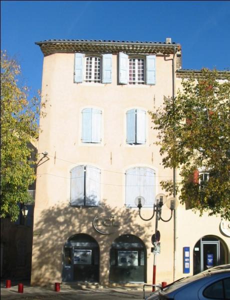 Cette ville du parc naturel régional du Luberon, dans le Vaucluse, abrite en son centre, des maisons en hauteur construites au XVIe siècle. On peut les voir à...