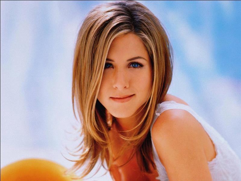 """C'est une ancienne photo d'elle prise lorsqu'elle jouait """"Friends"""" . C'est :"""