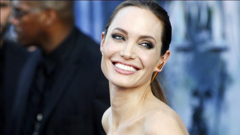 L'une des plus grandes actrices au monde, elle sort avec Brad Pitt. Tu la reconnais ?