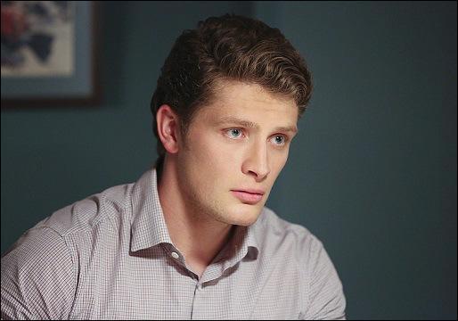 Ce personnage travaille en tant que détective, il est aussi l'ex-petit ami de Jane. Comment s'appelle ce jeune homme ?
