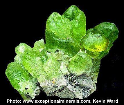 Quelle est cette pierre fine du groupe des forstérites, qui est toujours verte ?