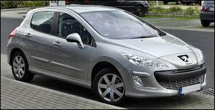 On continue avec cette voiture, qui est une Peugeot...