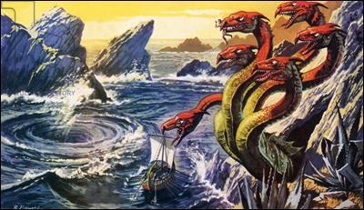 Comment s'appellent les deux monstres qu'Ulysse a passés ?