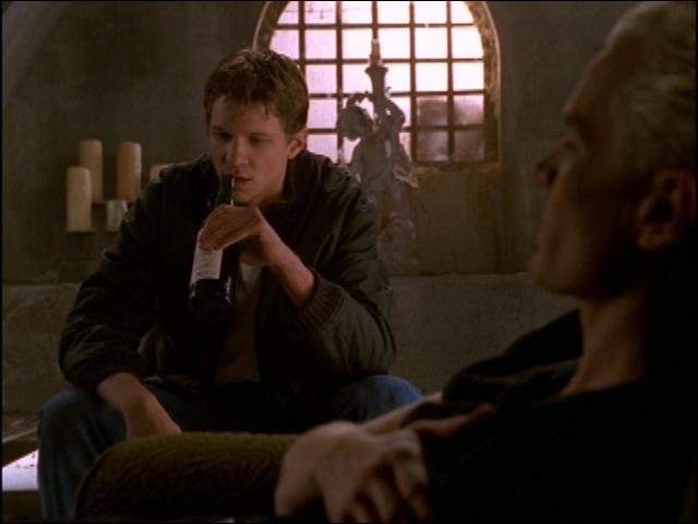 [Par amour] Avec quoi Riley veut-il tuer Spike ?