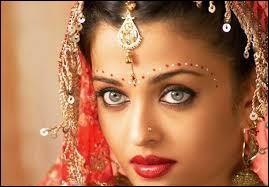 Sur quelle partie du visage les Indiennes portent-elles une marque appelée 'bindi' ?