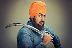 Que ne font jamais les sikhs, identifiables à leur turban et à leur poignard recourbé ?
