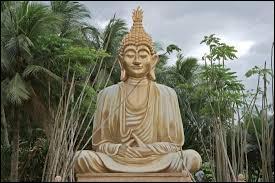 Traduit du sanskrit, que signifie le mot 'Bouddha' ?
