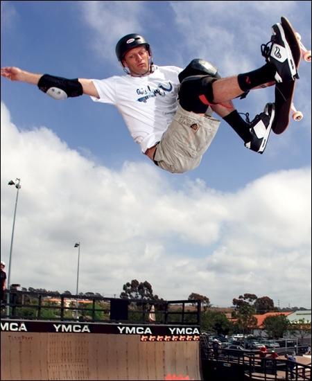 Quel skateboarder a donné son nom à une franchise comptant aujourd'hui 15 jeux vidéo ?