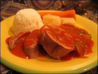 Nous connaissons tous la langue de boeuf a la sauce piquante dont le goût est donné par le vinaigre est les cornichons.Combien ai-je, encore, fait de fautes ! ?