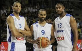 De combien de joueurs se compose une équipe de basket ?