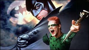 """""""Batman Forever"""" de Joel Schumacher est, par rapport aux """"Batman"""" de Tim Burton, un/une..."""