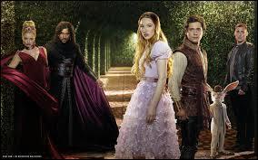 """""""Once Upon a Time in Wonderland"""" est, par rapport à la série """"Once Upon a Time"""", un/une..."""