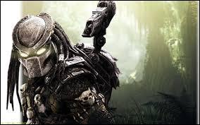 """Predators"" de Nimrod Antal est, par rapport à ""Predator"" de John McTiernan, un/une..."