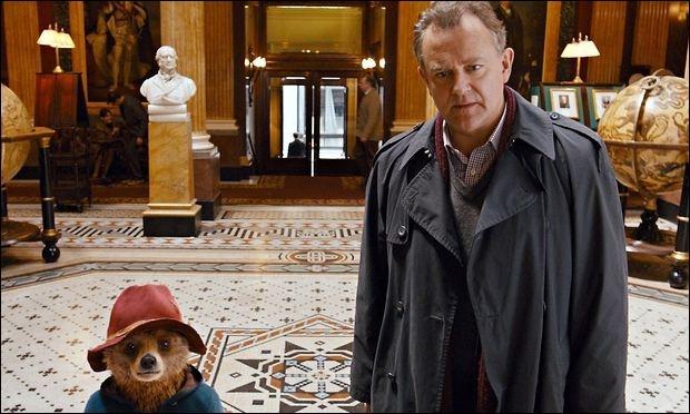 Dans cette scène, en quoi Mr. Brown va-t-il se déguiser pour trouver ce qu'il cherche ?